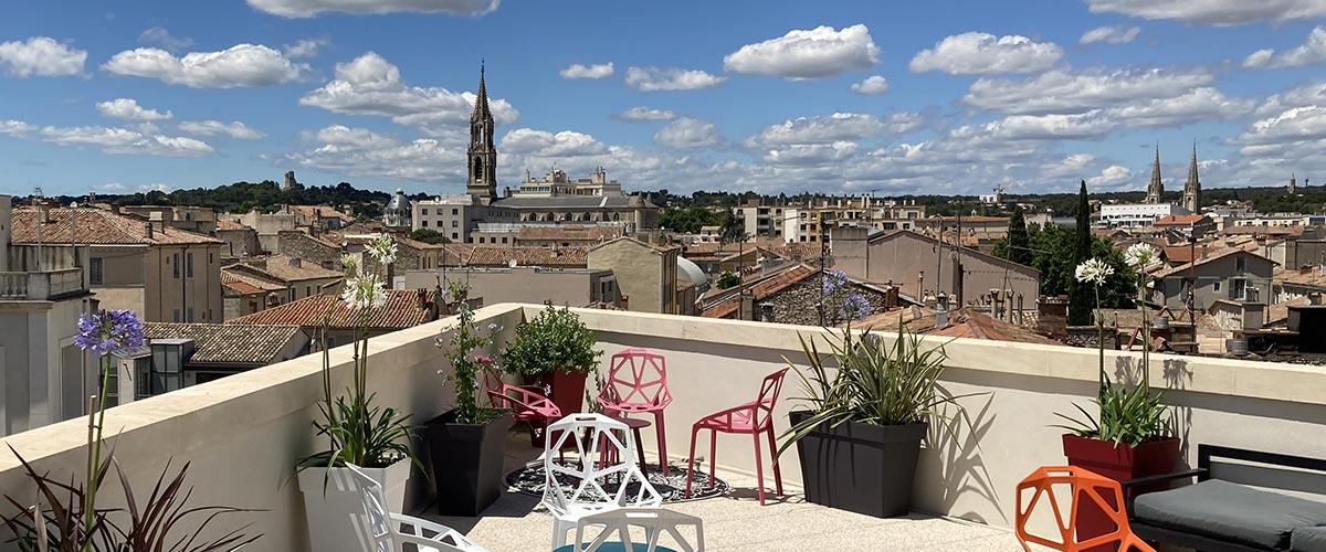 Terrasse de l'Hôtel Vertigo à Nîmes - vue Tour Magne
